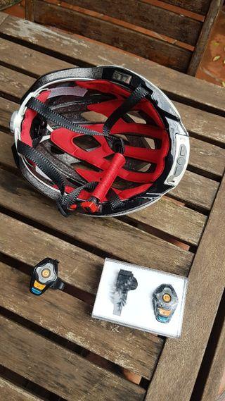 Casco bici MFI con luces LED y localizador GPS