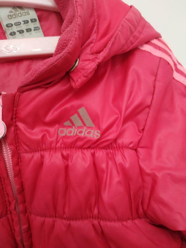 Sitio de Previs Inspeccionar Muscular  Plumas de Adidas de niña 3-4 años de segunda mano por 10 € en Alcalá de  Henares en WALLAPOP