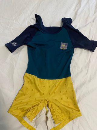 2 bañadores bebé protección UV y cangrejeras (2A).