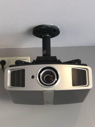 Proyector y pantalla de cine