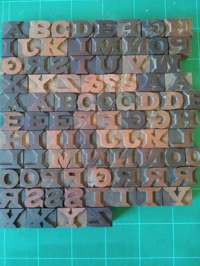 letras de madera imprenta antingua