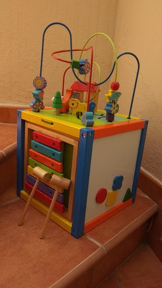 Cubo actividades de madera para bebé