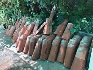 Se venden tejas rojas (aprox. 250)