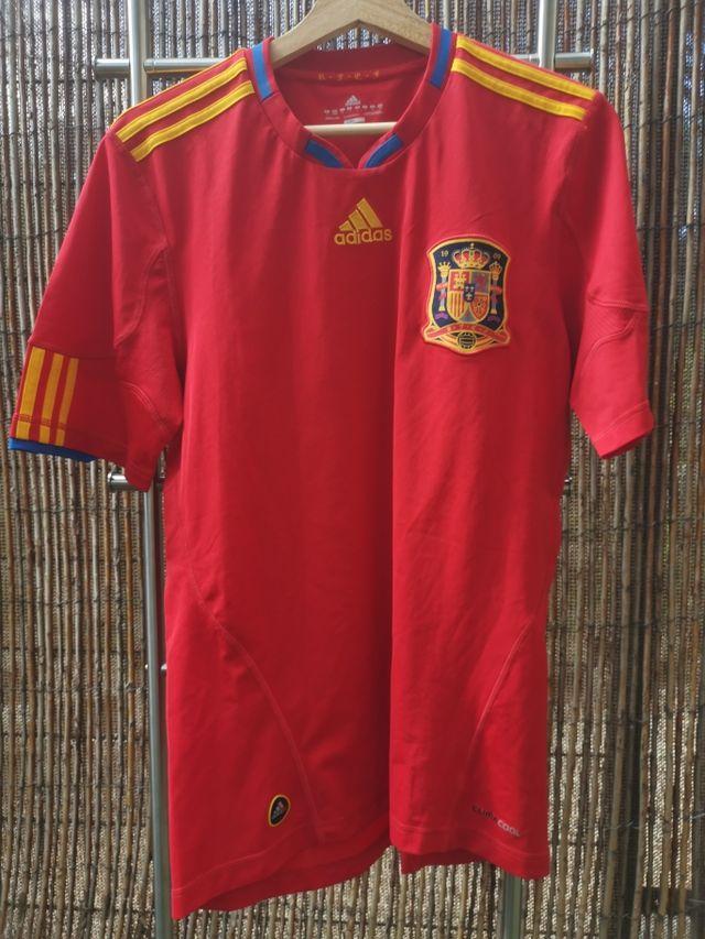 Reafirmar Boda acero  Camiseta Fútbol Adidas España 2010 (Sudáfrica) de segunda mano por 25 € en  Pozuelo de Alarcón en WALLAPOP