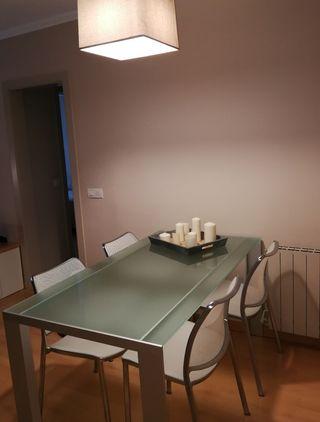 Mesa diseño de STUA modelo DENEB opción sillas