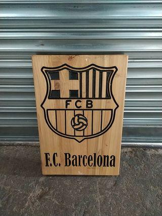 Escudo del FC Barcelona tallado a mano madera