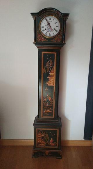 Reloj de pie estilo oriental