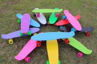 Monopatín mini skateboard retro para niños