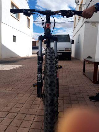 Bicicleta con doble amortiguación