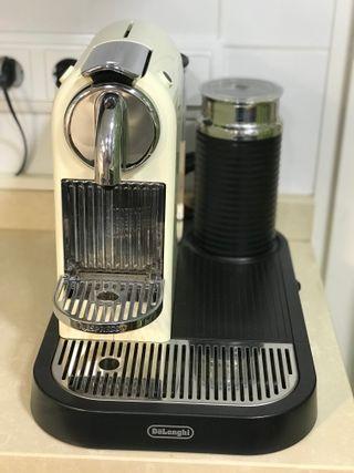 Cafetera Nespresso De'Longhi CitiZ&Milk 60's White
