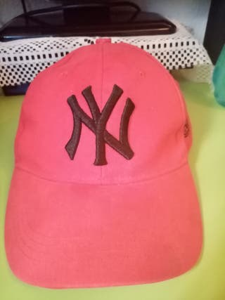 gorra de marca NEW York color rojo