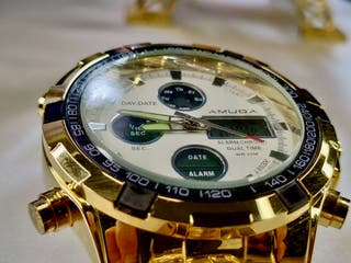 Reloj dorado acerado de CALIDAD