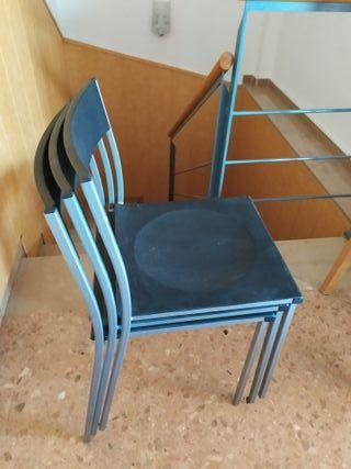 3 sillas como nuevas.