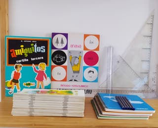 Lote cuadernillos rubio y material escolar