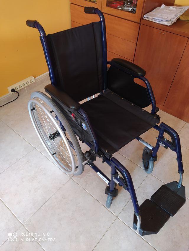 Silla de ruedas + cojín antiescaras