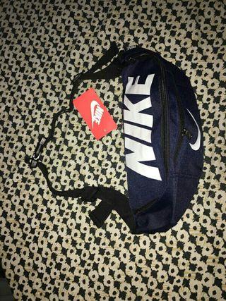 Riñonera Nike
