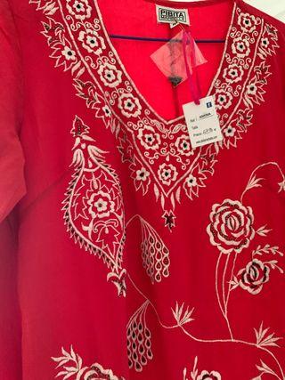 Vestido rojo bordado con forro