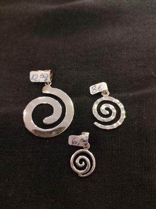 Colgantes espiral en plata deley. Símbol infinito.