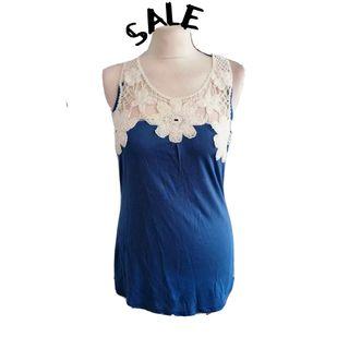 Women's blue top size M