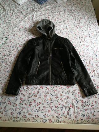 Cazadora polipiel negra H&M Talla 13-14 años
