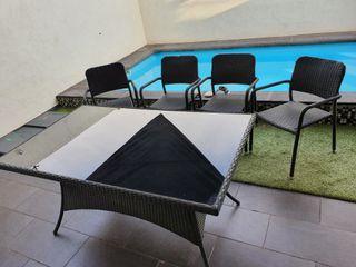 Mesa de jardín.