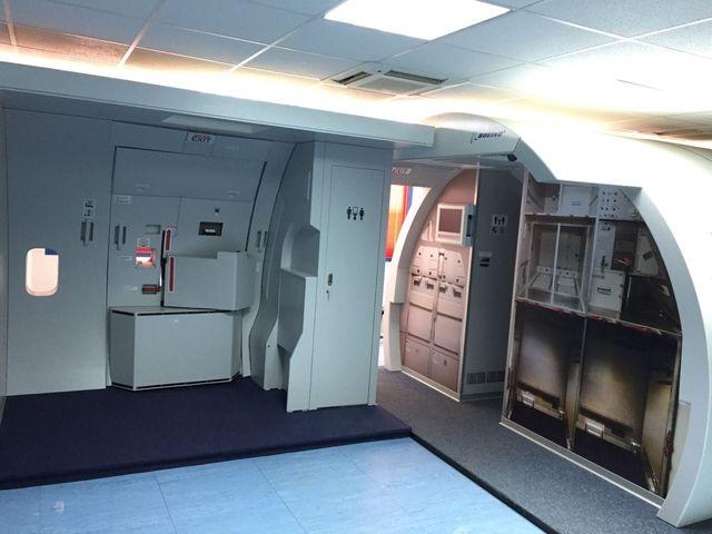 Simulador puerta airbus A330/340