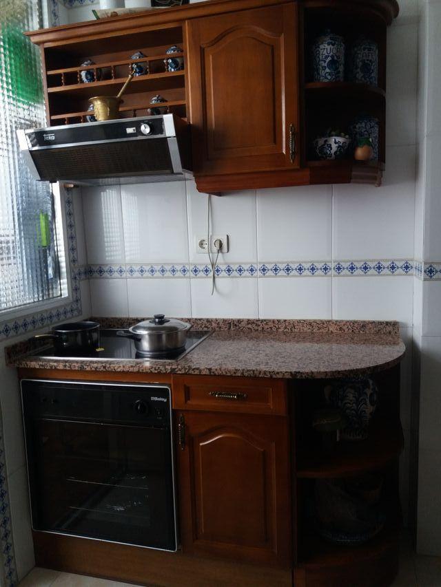 Muebles de cocina en madera de roble. Con encimera