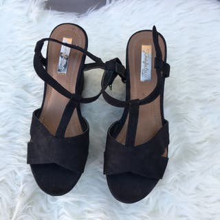 Cuñas-sandalias en negro ZARA