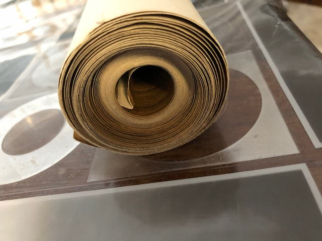 Rollo antiguo de papel pintado