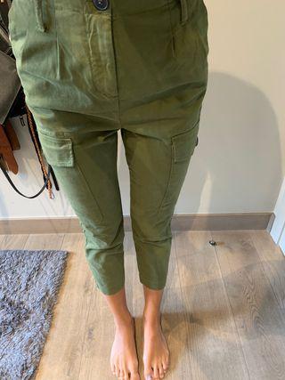 Pantalón verde Bershka