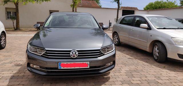 Vendo Volkswagen Passat.