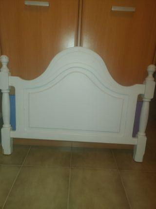 Cabecero de cama pequeña de madera