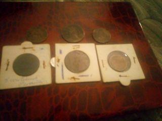 Colección de monedas antiguas de cobre.