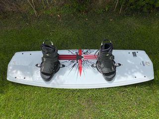 Tabla de wakeboard con fijaciones