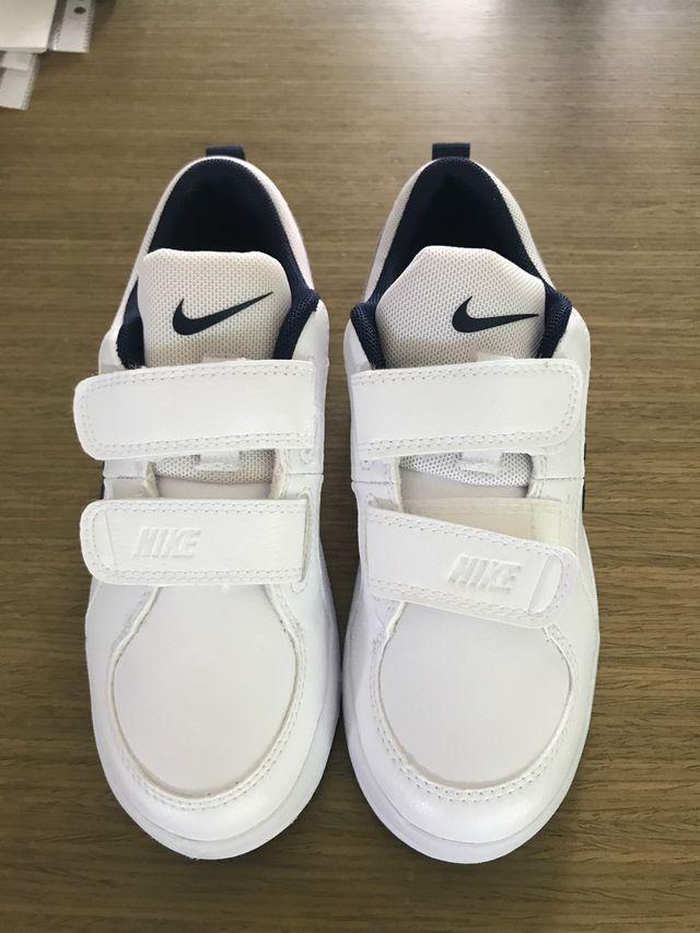 Legado arcilla buscar  Zapatillas Nike para niños TALLA 30 de segunda mano por 25 € en  Torremolinos en WALLAPOP