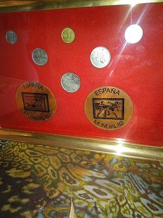 cuadro de moneda mundial 82