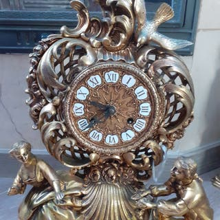 Reloj mecánico bronce con dos candelabros
