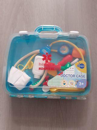 Juego para niños con maletín y uniforme médico