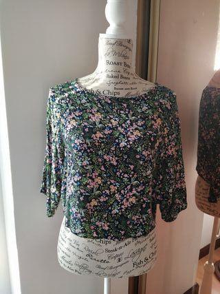 Camiseta de flores suelta de stradivarius