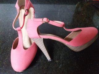 Zapato de tacón fresa