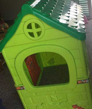 Casa de juguete de plástico.