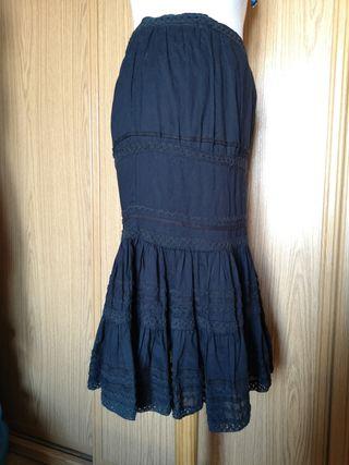 Falda bordada con pasamanería
