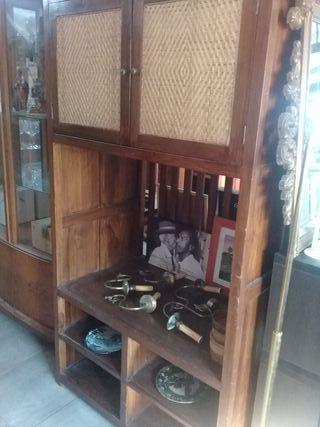 Mueble de madera para televisión