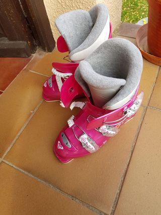 Esquíes Roxy + botas + fijaciones + palos