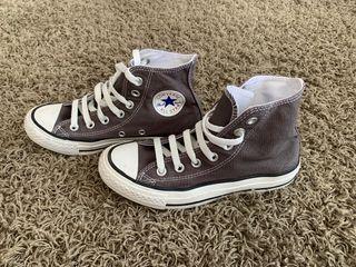 Converse bota grises
