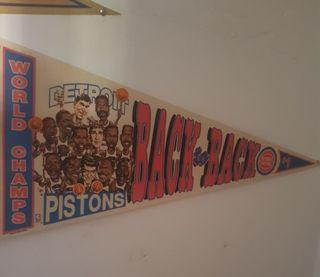 Antiguo banderín Detroit Pistons. Oficial NBA