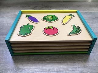Juego de cuatro puzzles encajables de madera