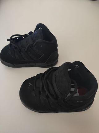 Nike Jordan Max Aura 2