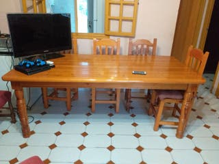 Mesa maciza en madera + 6 sillas provenzal
