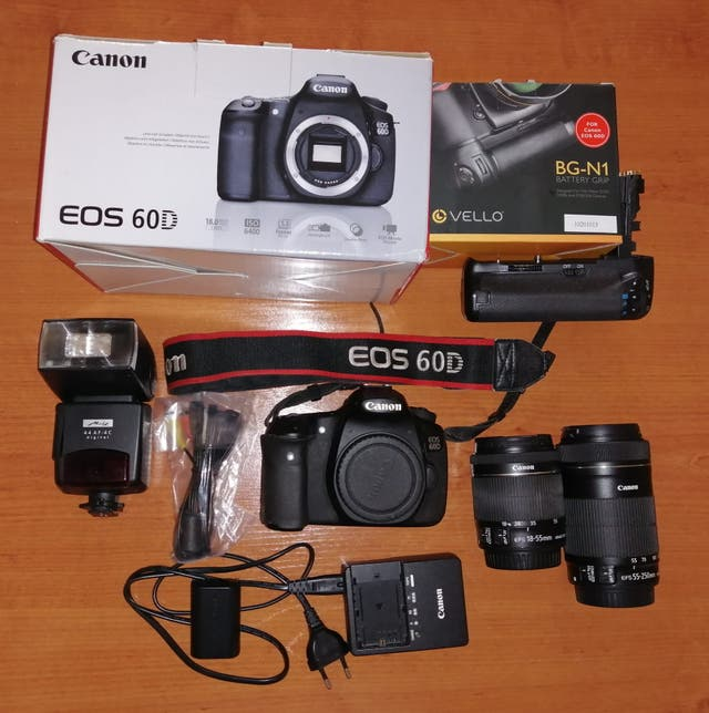 CANON EOS 60D + 2 Objetivos + Flash + Grip